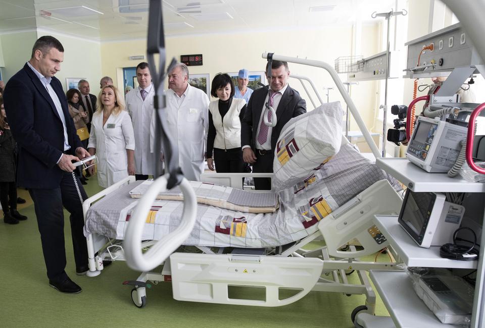 відкриття оновленого відділення та інспектування Віталієм Кличко